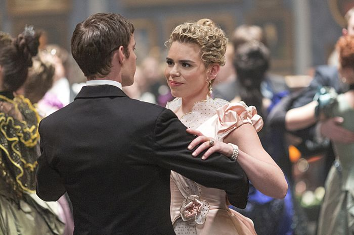 Harry Treadaway as Dr. Victor Frankenstein and Billie Piper as Lily in Penny Dreadful (season 2, episode 6). - Photo: Jonathan Hession/SHOWTIME - Photo ID: PennyDreadful_206_2480