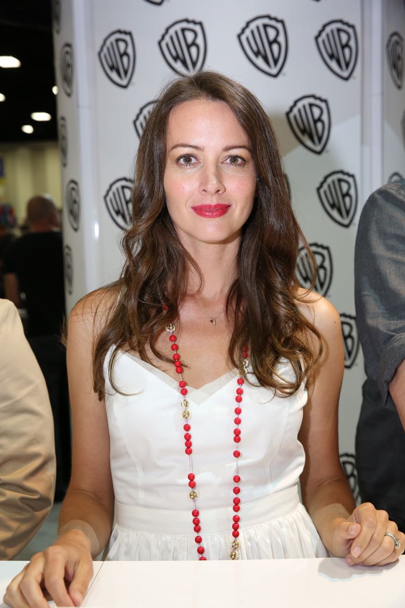PERSON OF INTEREST star Amy Acker during the show's signing in the Warner Bros. booth on Saturday, July 11, at Comic-Con 2015. #WBSDCC (© 2015 WBEI. All Rights Reserved.)