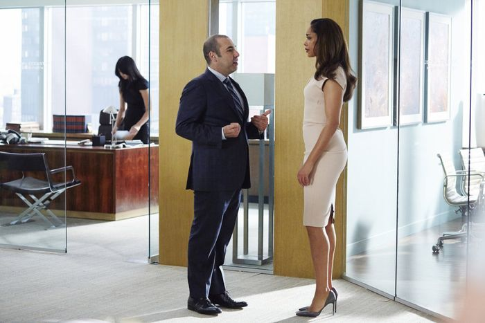 "SUITS -- ""Toe to Toe"" Episode 505 -- Pictured: (l-r) Rick Hoffman as Louis Litt, Gina Torres as Jessica Pearson -- (Photo by: Shane Mahood/USA Network)"