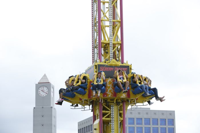 FOX FANFARE AT SAN DIEGO COMIC-CON © 2015: Fans kick off the 2015 FOX FANFARE at SAN DIEGO COMIC-CON © with a 120' drop on the SCREAM QUEENS Mega Drop Ride at the Petco Interactive Zone in San Diego on Thursday, July 24.  CR: Christy Radecic/FOX  © 2015 FOX BROADCASTING