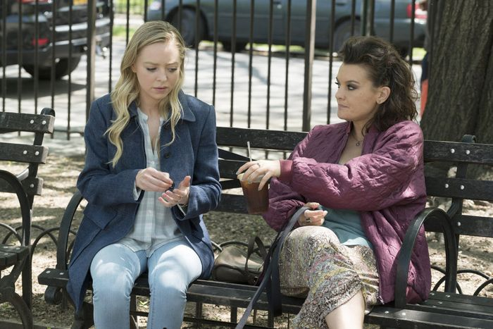 """MR. ROBOT -- """"da3m0ns.mp4"""" Episode 104 -- Pictured: (l-r) Portia Doubleday as Angela, Frankie Shaw as Shayla -- (Photo by: Virginia Sherwood/USA Network)"""