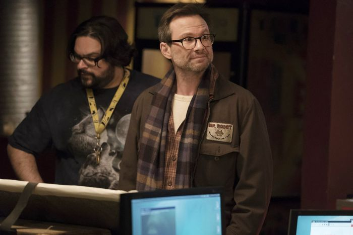 """MR. ROBOT -- """"da3m0ns.mp4"""" Episode 104 -- Pictured: Christian Slater as Mr. Robot -- (Photo by: Virginia Sherwood/USA Network)"""