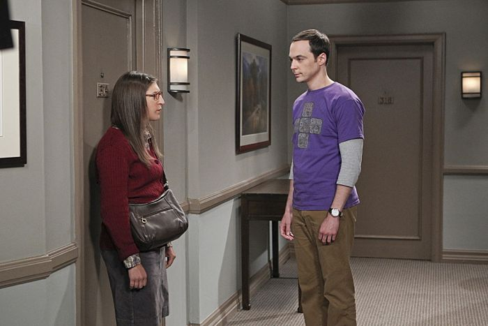 """""""The Matrimonial Momentum"""" -- Sheldon (Jim Parsons, right) doesn't know how to act after Amy (Mayim Bialik, left) pushes pause on their relationship, on the ninth season premiere of THE BIG BANG THEORY, Monday, Sept. 21 (8:00-8:31 PM, ET/PT), on the CBS Television Network. Photo: Sonja Flemming/CBS ©2015 CBS Broadcasting, Inc. All Rights Reserved"""