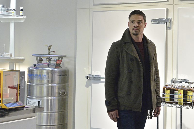"""Beauty and the Beast -- """"Unbreakable"""" -- Image Number: BB311a_0041.jpg -- Pictured: Jay Ryan as Vincent -- Photo: Ben Mark Holzberg/The CW -- © 2015 The CW Network, LLC. All rights reserved."""