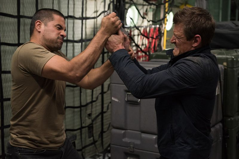 """THE PLAYER -- """"Ante Up"""" Episode 101 -- Pictured: (l-r) Anthony Nanakornpano as robber, Philip Winchester as Alex -- (Photo by: Colleen Hayes/NBC)"""