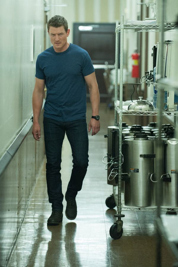 """THE PLAYER -- """"Ante Up"""" Episode 101 -- Pictured: (l-r) Philip Winchester as Alex -- (Photo by: Colleen Hayes/NBC)"""