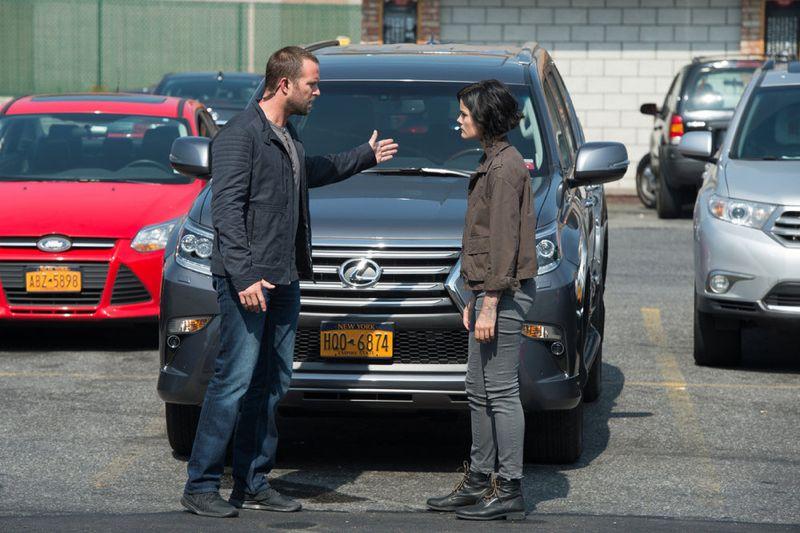 "BLINDSPOT -- ""Eight Slim Grins"" Episode 103 -- Pictured: (l-r) Sullivan Stapleton as Kurt Weller, Jaimie Alexander as Jane Doe -- (Photo by: JoJo Whilden/NBC)"