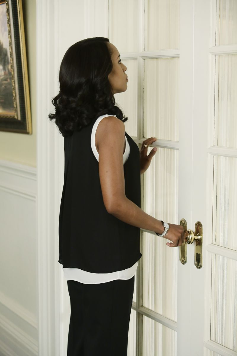 """SCANDAL - """"Paris is Burning"""" - Olivia and Fitz face some very big consequences and Mellie brings in an old friend to make sure she gets her way. Meanwhile, Abby shows Olivia she is fully capable of handling working at the White House, on """"Scandal,"""" THURSDAY OCTOBER 8 (9:00-10:00 p.m., ET) on the ABC Television Network. (ABC/Nicole Wilder) KERRY WASHINGTON"""