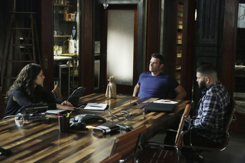 """SCANDAL - """"Paris is Burning"""" - Olivia and Fitz face some very big consequences and Mellie brings in an old friend to make sure she gets her way. Meanwhile, Abby shows Olivia she is fully capable of handling working at the White House, on """"Scandal,"""" THURSDAY OCTOBER 8 (9:00-10:00 p.m., ET) on the ABC Television Network. (ABC/Michael Desmond) KATIE LOWES, SCOTT FOLEY, GUILLERMO DIAZ"""