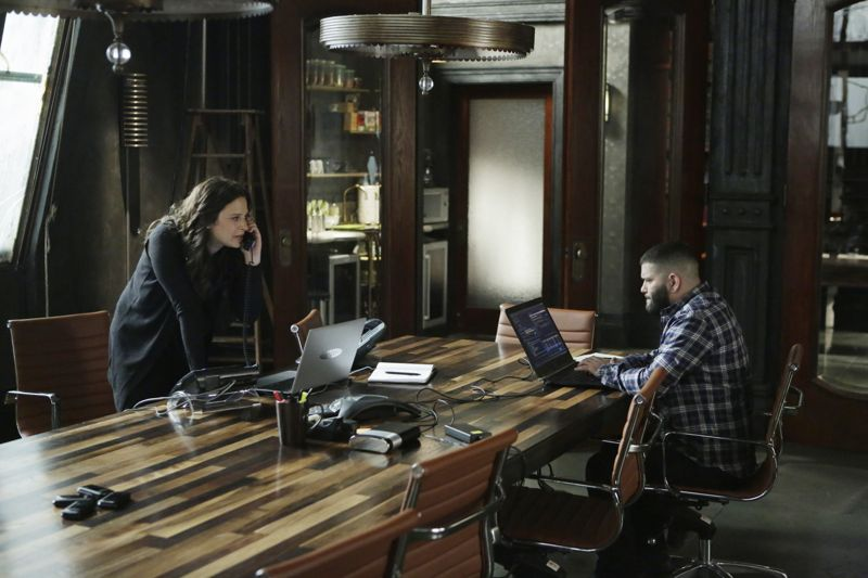 """SCANDAL - """"Paris is Burning"""" - Olivia and Fitz face some very big consequences and Mellie brings in an old friend to make sure she gets her way. Meanwhile, Abby shows Olivia she is fully capable of handling working at the White House, on """"Scandal,"""" THURSDAY OCTOBER 8 (9:00-10:00 p.m., ET) on the ABC Television Network. (ABC/Michael Desmond) KATIE LOWES, GUILLERMO DIAZ"""
