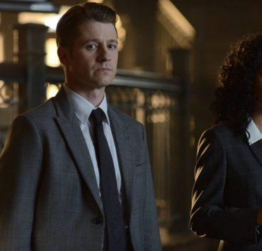 "GOTHAM: (L-R) Gordon (Benjamin McKenzie) and Captain Essen (Zabryna Guevara) in the Rise of the Villains: ""Knock, Knock"" episode of GOTHAM ©2015 Fox Broadcasting Co. Cr: Nicole Rivelli/FOX."