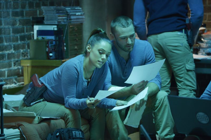 """QUANTICO - """"America"""" -- Alex is on the run and must outsmart Liam and his team to get into her apartment for anything that could help clear her name. Meanwhile, in a flashback to Quantico training, the NATS are tasked with finding a needle in a haystack while looking for potential threats to national security, on """"Quantico"""" SUNDAY, OCTOBER 4 (10:01--11:00 p.m., ET) on the ABC Television Network. (ABC/Phillippe Bosse) ANABELLE ACOSTA, JAKE MCLAUGHLIN"""