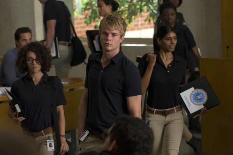 """QUANTICO - """"America"""" -- Alex is on the run and must outsmart Liam and his team to get into her apartment for anything that could help clear her name. Meanwhile, in a flashback to Quantico training, the NATS are tasked with finding a needle in a haystack while looking for potential threats to national security, on """"Quantico"""" SUNDAY, OCTOBER 4 (10:01--11:00 p.m., ET) on the ABC Television Network. (ABC/Phillippe Bosse) GRAHAM ROGERS"""