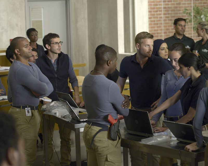 """QUANTICO - """"America"""" -- Alex is on the run and must outsmart Liam and his team to get into her apartment for anything that could help clear her name. Meanwhile, in a flashback to Quantico training, the NATS are tasked with finding a needle in a haystack while looking for potential threats to national security, on """"Quantico"""" SUNDAY, OCTOBER 4 (10:01--11:00 p.m., ET) on the ABC Television Network. (ABC/Phillippe Bosse) RICK COSNETT, YASMINE AL MASSRI"""