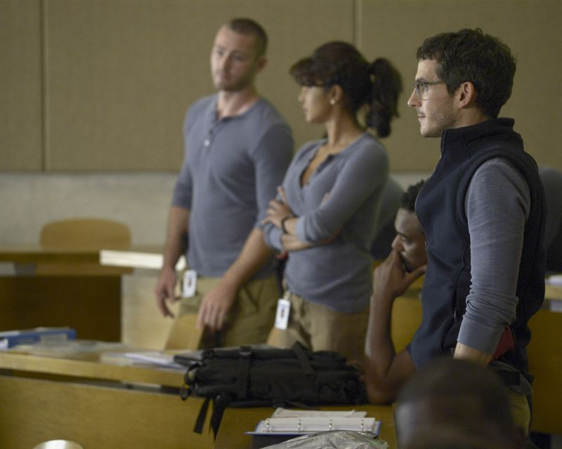 """QUANTICO - """"America"""" -- Alex is on the run and must outsmart Liam and his team to get into her apartment for anything that could help clear her name. Meanwhile, in a flashback to Quantico training, the NATS are tasked with finding a needle in a haystack while looking for potential threats to national security, on """"Quantico"""" SUNDAY, OCTOBER 4 (10:01--11:00 p.m., ET) on the ABC Television Network. (ABC/Phillippe Bosse) JAKE MCLAUGHLIN, PRIYANKA CHOPRA, TATE ELLINGTON"""