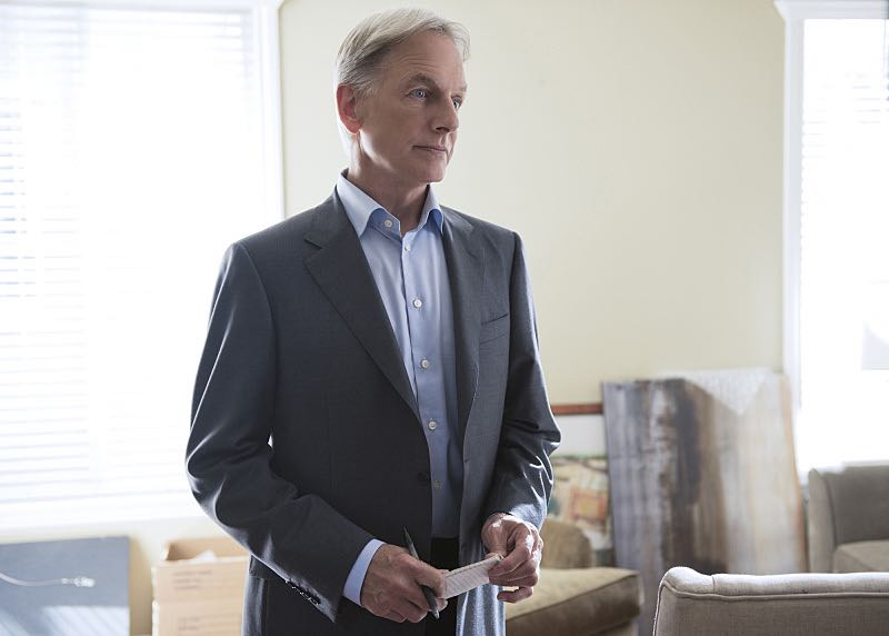 """""""Incognito"""" -- After a Marine is found murdered in Quantico hours after calling Gibbs (Mark Harmon) to discuss a possible case, Bishop and McGee go undercover as a married couple to run surveillance on a Marine Lieutenant and his wife, on NCIS, Tuesday, Oct. 6 (8:00-9:00 PM, ET/PT), on the CBS Television Network. Photo: Colleen Hayes/CBS ©2015 CBS Broadcasting, Inc. All Rights Reserved"""