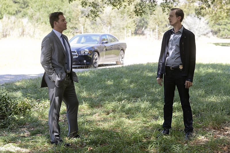 """""""Incognito"""" -- After a Marine is found murdered in Quantico hours after calling Gibbs to discuss a possible case, Bishop and McGee go undercover as a married couple to run surveillance on a Marine Lieutenant and his wife, on NCIS, Tuesday, Oct. 6 (8:00-9:00 PM, ET/PT), on the CBS Television Network. Pictured left to right: Michael Weatherly and Sean Murray Photo: Darren Michaels/CBS ©2015 CBS Broadcasting, Inc. All Rights Reserved"""