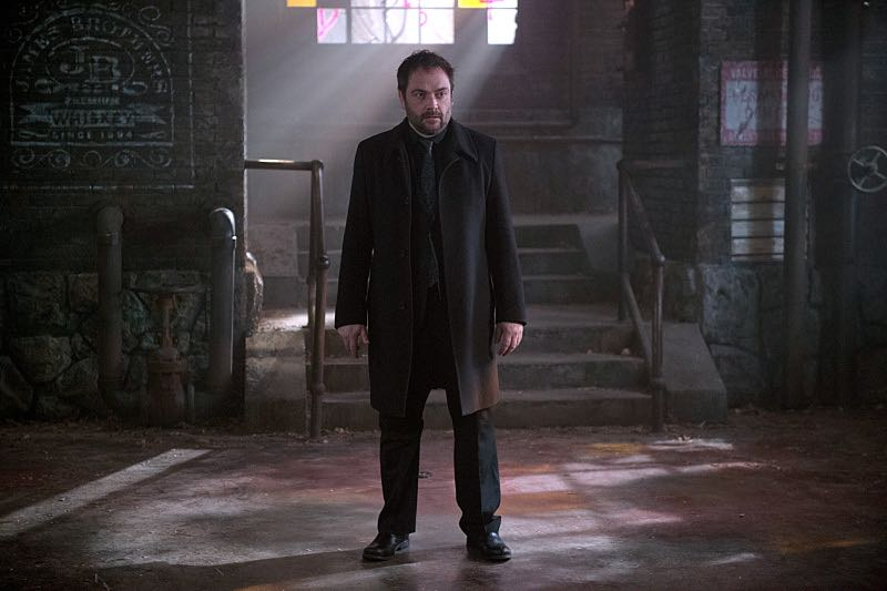 """Supernatural -- """"Out of the Darkness, Into the Fire"""" -- Image SN1102A_0074.jpg -- Pictured: Mark Sheppard as Crowley -- Photo: Diyah Pera/The CW -- © 2015 The CW Network, LLC. All Rights Reserved."""