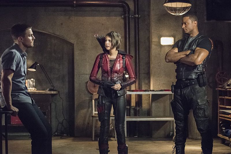 """Arrow -- """"Green Arrow"""" -- Image AR401A_0099b -- Pictured (L-R): Stephen Amell as Oliver Queen, Willa Holland as Thea Queen and David Ramsey as John Diggle -- Photo: Dean Buscher /The CW -- © 2015 The CW Network, LLC. All Rights Reserved."""