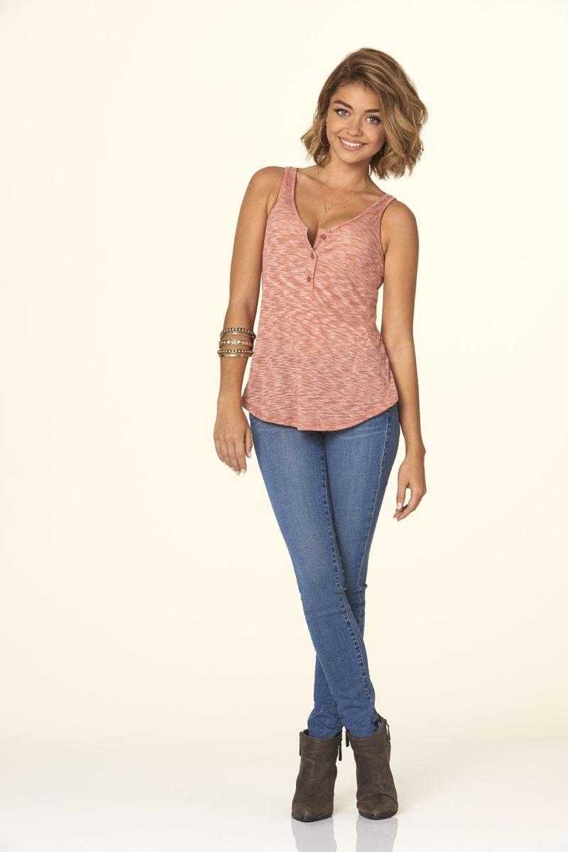 """MODERN FAMILY - ABC's """"Modern Family"""" stars Sarah Hyland as Haley Dunphy. (ABC/Bob D'Amico)"""