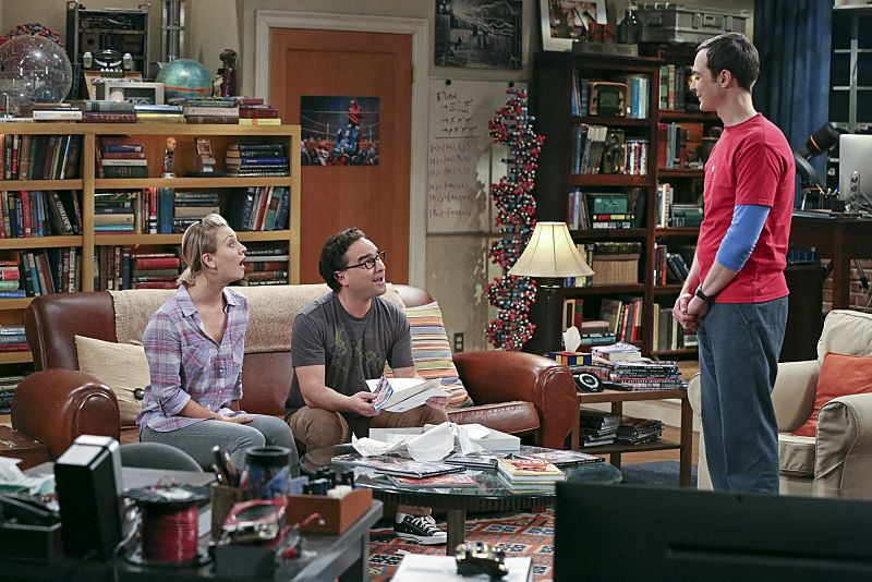 """""""The Separation Oscillation"""" -- Leonard (Johnny Galecki, center) confronts the woman he kissed on the North Sea in an attempt to set Penny's (Kaley Cuoco-Sweeting, left) mind at ease. Also, Sheldon (Jim Parsons, right) films a special episode of """"Fun with Flags"""" after his breakup with Amy, on THE BIG BANG THEORY, Monday, Sept. 28 (8:00-8:31 PM, ET/PT), on the CBS Television Network. Photo: Michael Yarish/Warner Bros. Entertainment Inc. © 2015 WBEI. All rights reserved."""