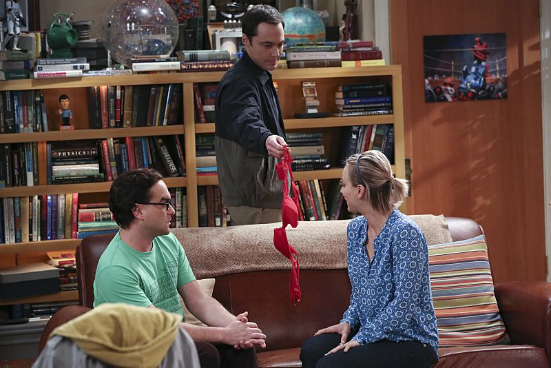 """""""The Separation Oscillation"""" -- Leonard (Johnny Galecki, left) confronts the woman he kissed on the North Sea in an attempt to set Penny's (Kaley Cuoco-Sweeting, right) mind at ease. Also, Sheldon (Jim Parsons, center) films a special episode of """"Fun with Flags"""" after his breakup with Amy, on THE BIG BANG THEORY, Monday, Sept. 28 (8:00-8:31 PM, ET/PT), on the CBS Television Network.  Photo: Michael Yarish/Warner Bros. Entertainment Inc. © 2015 WBEI. All rights reserved."""
