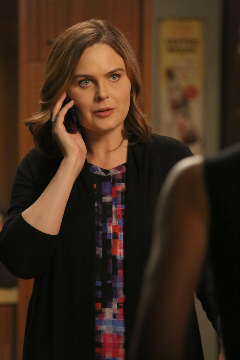 "BONES:  Emily Deschanel in the ""The Loyalty in the Lie"" season premiere of BONES airing Thursday, Oct. 1 (8:00-9:00 PM ET/PT) on FOX.  ©2015 Fox Broadcasting Co.  Cr:  Patrick McEhlenney/FOX"