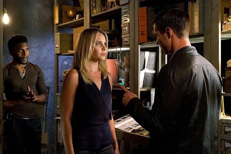 "The Originals -- ""The Axeman's Letter"" -- Image Number: OG305b_0030.jpg -- Pictured (L-R): Yusuf Gatewood as Vincent, Leah Pipes as Cami and Jason Dohring as Detective Will Kinney -- Photo: Annette Brown/The CW -- © 2015 The CW Network, LLC. All rights reserved."