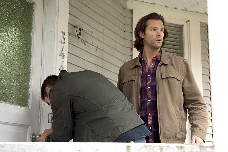 "Supernatural -- ""Thin Lizzie"" -- Image SN1105b_0027 -- Pictured (L-R): Jensen Ackles as Dean and Jared Padalecki as Sam -- Photo: Katie Yu/The CW -- © 2015 The CW Network, LLC. All Rights Reserved."