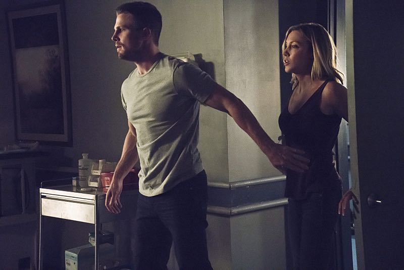 "Arrow -- ""Haunted"" -- Image AR404A_0213b.jpg -- Pictured (L-R) : Stephen Amell as Oliver Queen and Katie Cassidy as Laurel Lance -- Photo: Katie Yu/ The CW -- © 2015 The CW Network, LLC. All Rights Reserved."