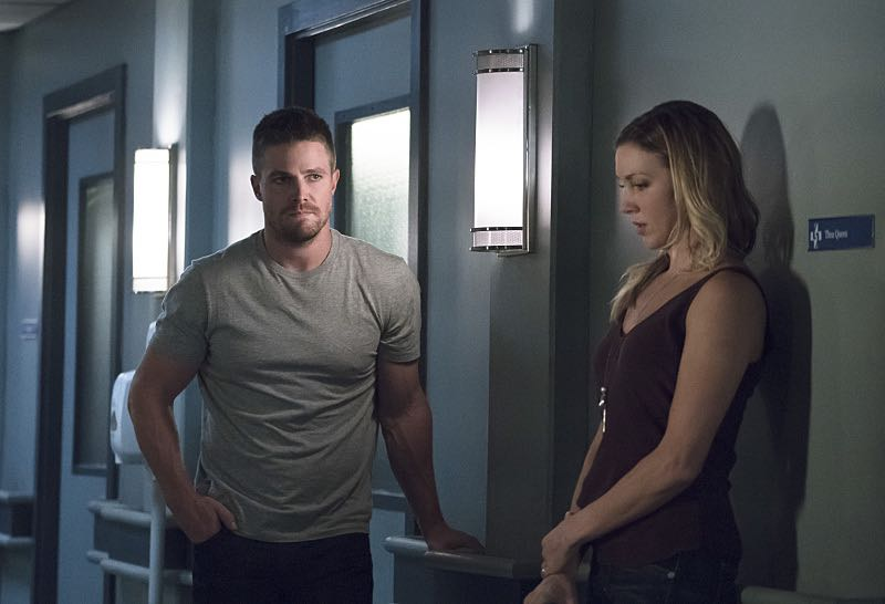 "Arrow -- ""Haunted"" -- Image AR404A_0114b.jpg -- Pictured (L-R): Stephen Amell as Oliver Queen and Katie Cassidy as Laurel Lance -- Photo: Katie Yu/ The CW -- © 2015 The CW Network, LLC. All Rights Reserved."