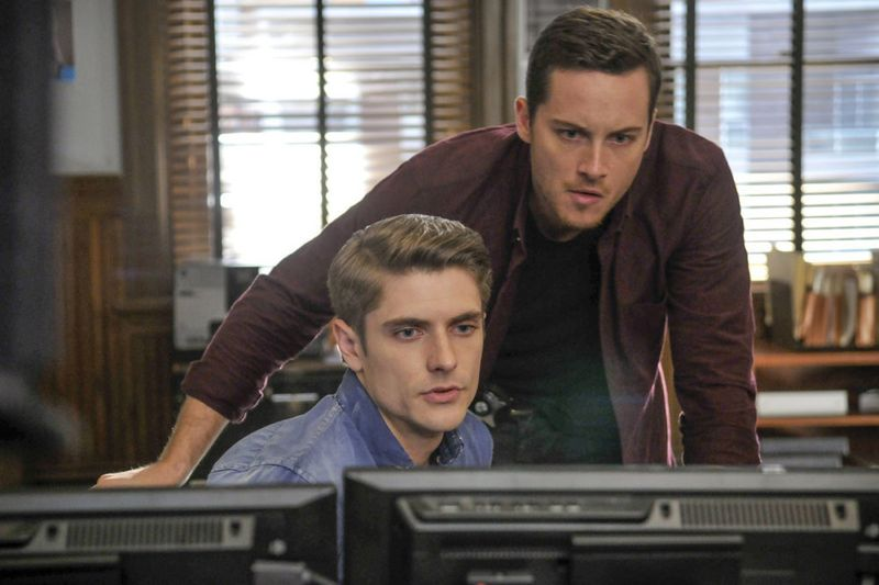 "CHICAGO P.D. -- ""A Dead Kid, A Notebook, and a Lot of Maybes"" Episode 307 -- Pictured: (l-r) Samuel Hunt as Craig Gurwitch, Jesse Lee Soffer as Jay Halstead -- (Photo by: Matt Dinerstein/NBC)"
