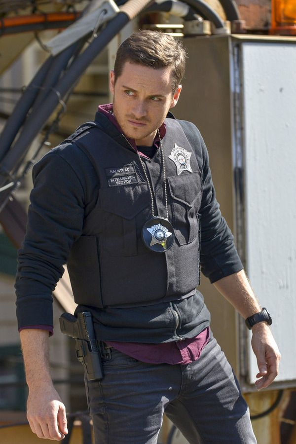 "CHICAGO P.D. -- ""A Dead Kid, A Notebook, and a Lot of Maybes"" Episode 307 -- Pictured: Jesse Lee Soffer as Jay Halstead -- (Photo by: Matt Dinerstein/NBC)"