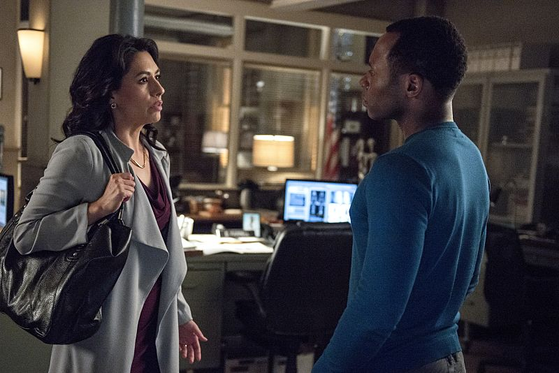 "iZombie -- ""Love & Basketball"" -- Image Number: ZMB205b_0008.jpg -- Pictured (L-R): Carmen Moore as Helen and Malcolm Goodwin as Clive -- Photo: Cate Cameron/The CW -- © 2015 The CW Network, LLC. All rights reserved"