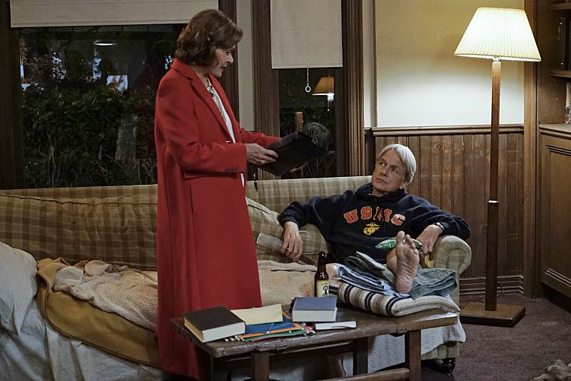 """16 Years"" -- The NCIS murder case of a retired Navy Lieutenant Commander forces Ducky to reveal his participation in a secret society that solves cold cases, on NCIS, Tuesday, Nov. 3 (8:00-9:00 PM, ET/PT), on the CBS Television Network. Pictured left to right: Jessica Walter and Mark Harmon Photo: Cliff Lipson/CBS ©2015 CBS Broadcasting, Inc. All Rights Reserved"