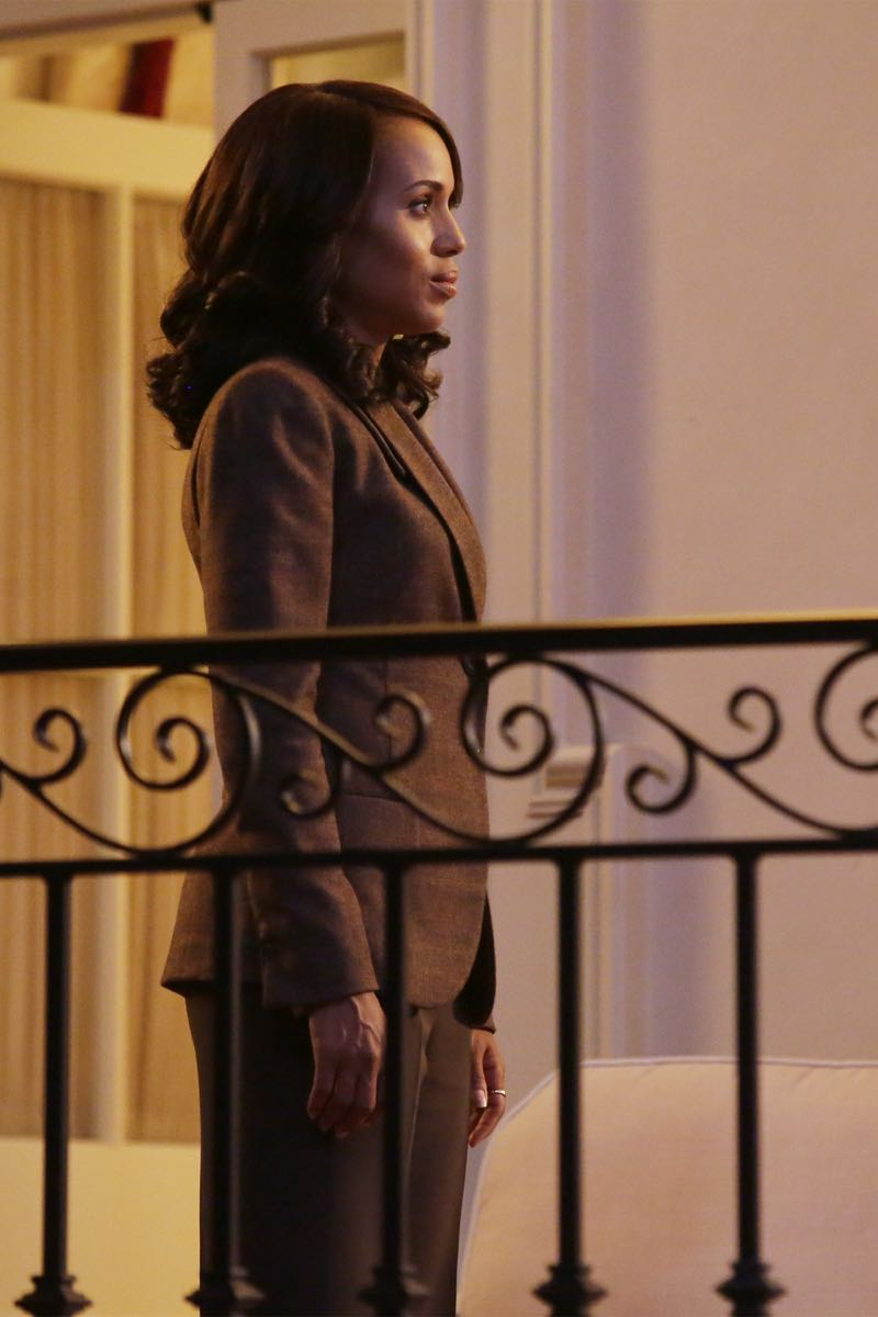 """SCANDAL - """"Get Out of Jail, Free"""" - Fitz and Olivia are presented with a shocking plan that might just make all of their troubles go away, and Mellie is put through the ringer when confronted about her troubled marriage. Meanwhile, the Gladiators continue to defend Olivia, and Susan Ross turns to David for advice, on """"Scandal,"""" THURSDAY, OCTOBER 29 (9:00-10:00 p.m., ET) on the ABC Television Network.  (ABC/Nicole Wilder) KERRY WASHINGTON"""