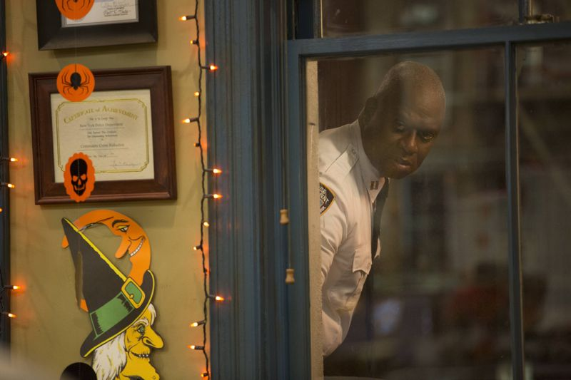 "BROOKLYN NINE-NINE: L-R: Andre Braugher in the ""Halloween 3"" episode of BROOKLYN NINE-NINE airing Sunday, Oct. 25 (8:30-9:00 PM ET/PT) on FOX.  ©2015 Fox Broadcasting Co. Cr: FOX"