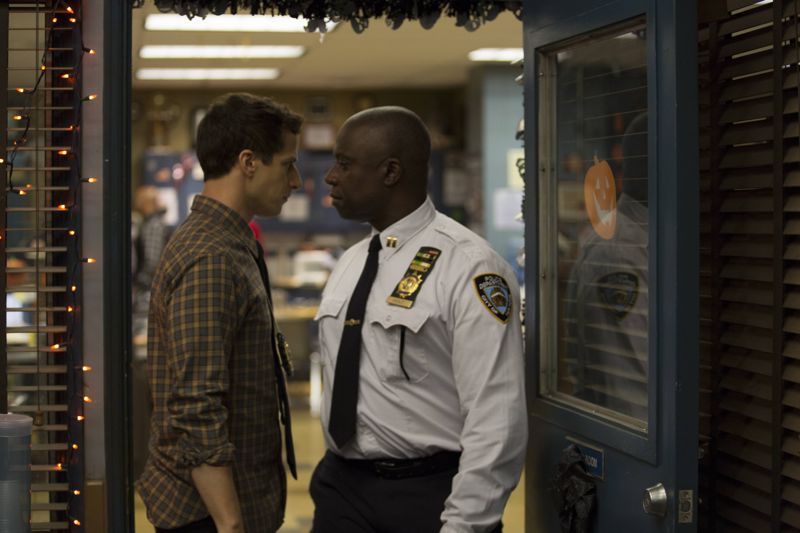 "BROOKLYN NINE-NINE: L-R: Andre Braugher and Andy Samberg in the ""Halloween 3"" episode of BROOKLYN NINE-NINE airing Sunday, Oct. 25 (8:30-9:00 PM ET/PT) on FOX.  ©2015 Fox Broadcasting Co. Cr: FOX"