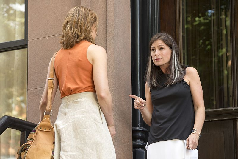 Ruth WIlson as Alison and Maura Tierney as Helen in The Affair (season 2, episode 5). - Photo: Mark Schafer/SHOWTIME - Photo ID: TheAffair_205_2236