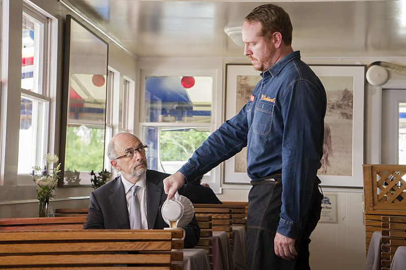 Richard Schiff as Jon Gottlief and Darren Goldstein as Oscar in The Affair (season 2, episode 5). - Photo: Mark Schafer/SHOWTIME - Photo ID: TheAffair_205_7811