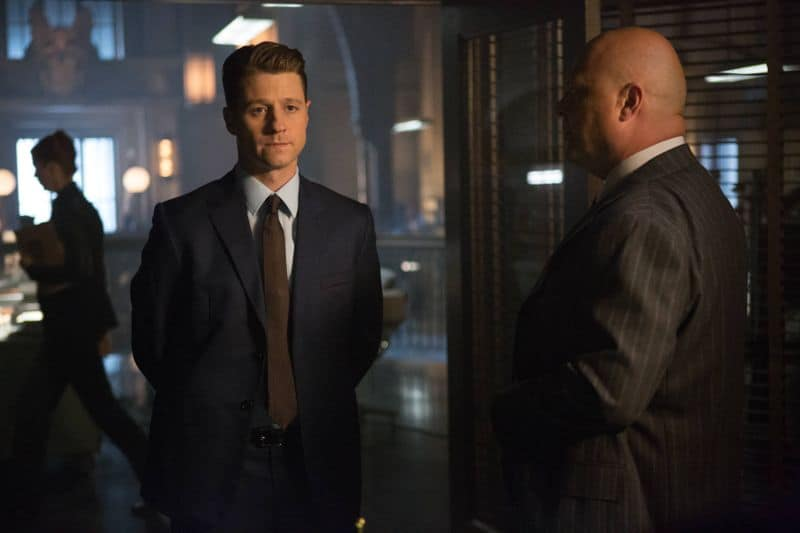 "GOTHAM: L-R: Benjamin McKenzie and Michael Chiklis in the ""Rise of the Villains: By Fire"" episode of GOTHAM airing Monday, Oct. 26 (8:00-9:00 PM ET/PT) on FOX. ©2015 Fox Broadcasting Co. Cr: Jessica Miglio/ FOX."