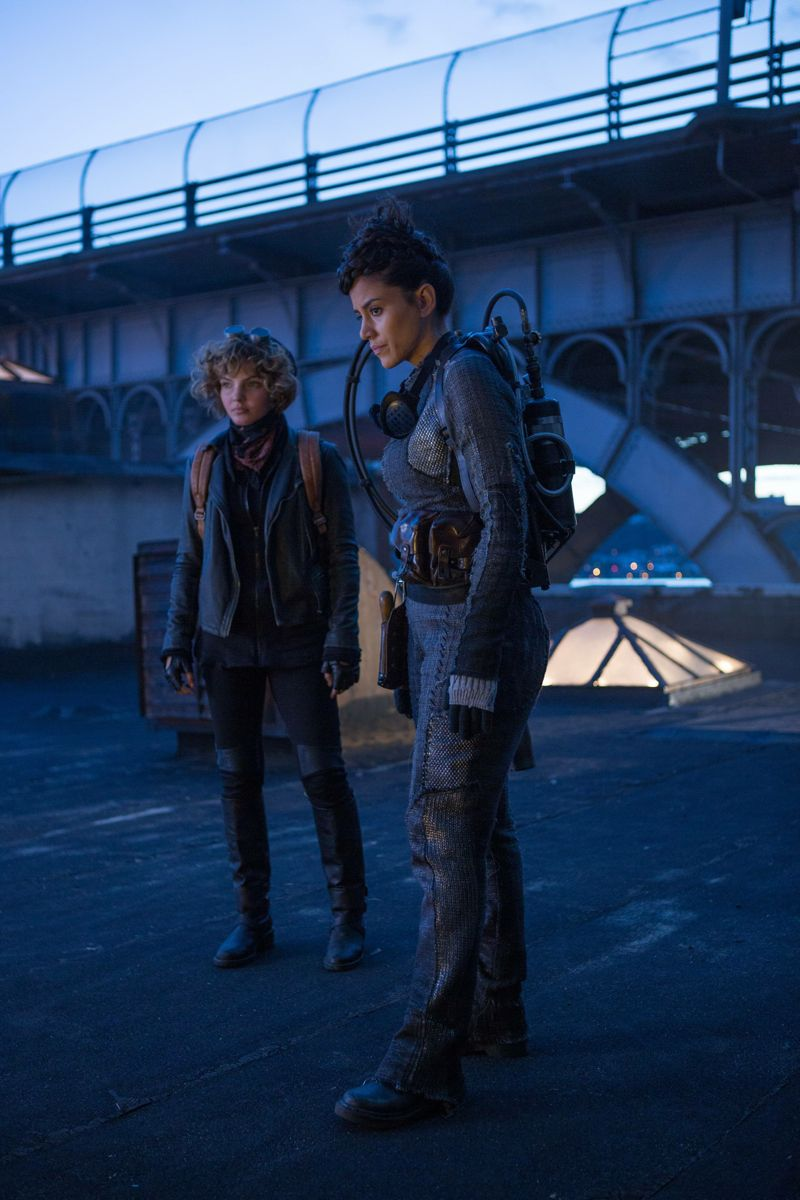 "GOTHAM: L-R: Camren Bicondova and guest stat Bridget Pike (Firefly) in the ""Rise of the Villains: By Fire"" episode of GOTHAM airing Monday, Oct. 26 (8:00-9:00 PM ET/PT) on FOX. ©2015 Fox Broadcasting Co. Cr: Jessica Miglio/ FOX."