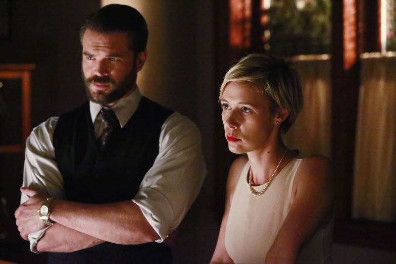 """HOW TO GET AWAY WITH MURDER - """"Two Birds, One Millstone"""" - Annalise takes on a new client, a transgender professor accused of killing her husband. Meanwhile, the Keating 5 are left to handle the Hapstall case and they discover a shocking new suspect, on  """"How to Get Away with Murder,"""" THURSDAY OCTOBER 29 (10:00-11:00 p.m., ET) on the ABC Television Network. (ABC/Mitch Haaseth) CHARLIE WEBER, LIZA WEIL"""