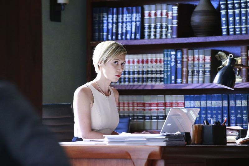 """HOW TO GET AWAY WITH MURDER - """"Two Birds, One Millstone"""" - Annalise takes on a new client, a transgender professor accused of killing her husband. Meanwhile, the Keating 5 are left to handle the Hapstall case and they discover a shocking new suspect, on  """"How to Get Away with Murder,"""" THURSDAY OCTOBER 29 (10:00-11:00 p.m., ET) on the ABC Television Network. (ABC/Mitch Haaseth) LIZA WEIL"""