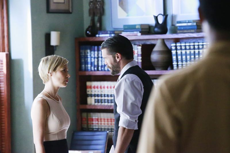 """HOW TO GET AWAY WITH MURDER - """"Two Birds, One Millstone"""" - Annalise takes on a new client, a transgender professor accused of killing her husband. Meanwhile, the Keating 5 are left to handle the Hapstall case and they discover a shocking new suspect, on  """"How to Get Away with Murder,"""" THURSDAY OCTOBER 29 (10:00-11:00 p.m., ET) on the ABC Television Network. (ABC/Mitch Haaseth) LIZA WEIL, CHARLIE WEBER"""