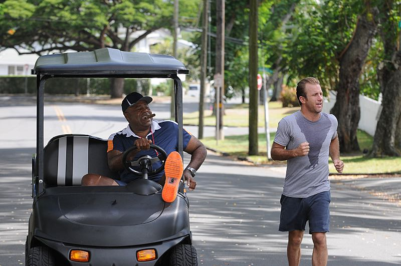 """""""Ka 'alapahi nui"""" -- Five-0 must interrogate members of a stunt bikers gang to find a killer who escaped by jumping his motorcycle from one roof onto another.  Also, the team prepares to race in a Tough Mudder competition, on HAWAII FIVE-0, Friday, Oct. 23 (9:00-10:00 PM, ET/PT), on the CBS Television Network.  American daredevil Robbie Knievel guest stars. (*""""Ka 'alapahi nui"""" is Hawaiian for """"Big Lie"""") From left, Captain Lou Grover (Chi McBride) and Danny """"Danno"""" Williams (Scott Caan), shown. Photo: Norman Shapiro/CBS ©2015 CBS Broadcasting, Inc. All Rights Reserved"""