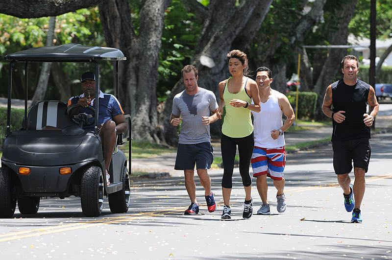 """""""Ka 'alapahi nui"""" -- Five-0 must interrogate members of a stunt bikers gang to find a killer who escaped by jumping his motorcycle from one roof onto another.  Also, the team prepares to race in a Tough Mudder competition, on HAWAII FIVE-0, Friday, Oct. 23 (9:00-10:00 PM, ET/PT), on the CBS Television Network.  American daredevil Robbie Knievel guest stars. (*""""Ka 'alapahi nui"""" is Hawaiian for """"Big Lie"""") From left, Captain Lou Grover (Chi McBride), Danny """"Danno"""" Williams (Scott Caan), Kalakaua (Grace Park), Chin Ho Kelly (Daniel Dae Kim), Kono and Steve McGarrett (Alex O'Loughlin), shown. Photo: Norman Shapiro/CBS ©2015 CBS Broadcasting, Inc. All Rights Reserved"""