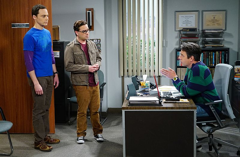 """The Helium Insufficiency"" -- In the midst of a nation-wide helium shortage, Sheldon (Jim Parsons, left) and Leonard (Johnny Galecki, center) take desperate measures to get the supplies they need, on THE BIG BANG THEORY, Monday, Oct. 26 (8:00-8:30 PM, ET/PT), on the CBS Television Network. Also pictured: John Ross Bowie (right) Photo: Monty Brinton/CBS ©2015 CBS Broadcasting, Inc. All Rights Reserved"