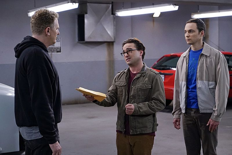 """The Helium Insufficiency"" -- In the midst of a nation-wide helium shortage, Sheldon (Jim Parsons, right) and Leonard (Johnny Galecki, center) take desperate measures to get the supplies they need, on THE BIG BANG THEORY, Monday, Oct. 26 (8:00-8:30 PM, ET/PT), on the CBS Television Network. Michael Rapaport (left) guest stars as Kenny, a black market dealer. Photo: Cliff Lipson/CBS ©2015 CBS Broadcasting, Inc. All Rights Reserved"