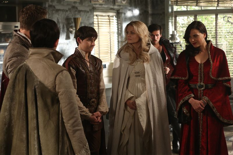 """ONCE UPON A TIME - """"Dreamcatcher"""" - In Camelot, as Mary Margaret and David attempt to retrieve the Dark One dagger, Emma uses a dreamcatcher to look into the past to see how Merlin was transformed into a tree. Together, Emma and Regina figure out the critical ingredient they must acquire to free Merlin, but it's a race against Arthur, who does not want Merlin released. Meanwhile, with encouragement from his moms, Henry musters up the courage to ask Violet on a date. Back in Storybrooke, the heroes break into Emma's house hoping to locate Gold, but what they find will give them a glimpse of Emma's end game. Far from prying eyes, Merida sets about the mission Emma has tasked her with and begins molding Gold into the hero they need to draw Excalibur, on """"Once Upon a Time,"""" SUNDAY, OCTOBER 25 (8:00-9:00 p.m., ET) on the ABC Television Network. (ABC/Jack Rowand) JOSH DALLAS, GINNIFER GOODWIN, JARED GILMORE, JENNIFER MORRISON, COLIN O'DONOGHUE, LANA PARRILLA"""